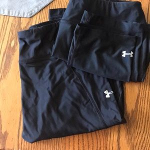 Two pairs of under armor cropped leggings